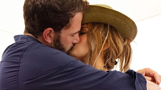Jennifer Lopez and Ben Affleck are officially back together.