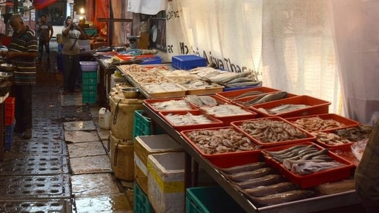 The fish market was taken up for demolition in 2016, following the collapse of a building at Dockyard Road.(Shankar Narayan/HT file photo. Representative image)
