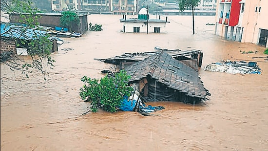 Chiplun flooded with water overflowing from the Vashishti river on Friday, July 23. (HT PHOTO)