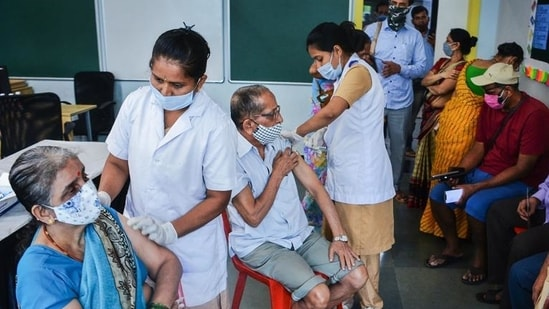 Health workers administer Covid-19 vaccine to senior citizens in Thane. (File photo)