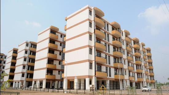 The Estate Office had conducted its last auction in November 2019 when all of the residential properties on offer were sold, even though there were no takers for commercial and industrial plots. The department had generated a revenue close to <span class='webrupee'>₹</span>44 crore from the auction of 11 residential properties with a total reserve price of <span class='webrupee'>₹</span>27 crore. (HT FILE PHOTO)