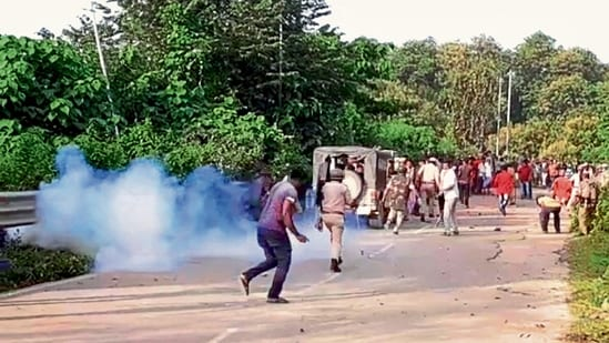 Policemen during a clash at Assam-Mizoram border at Lailapur in Cachar district on Monday.(PTI)
