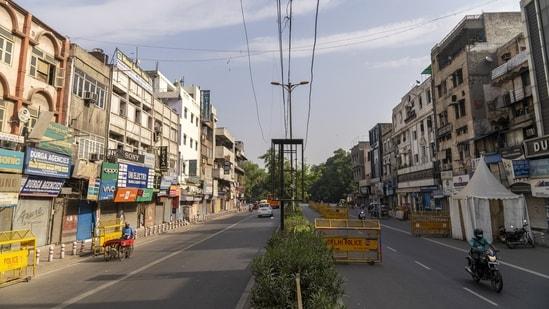 Delhi Police barricades line a deserted Daryaganj market. (Bloomberg)