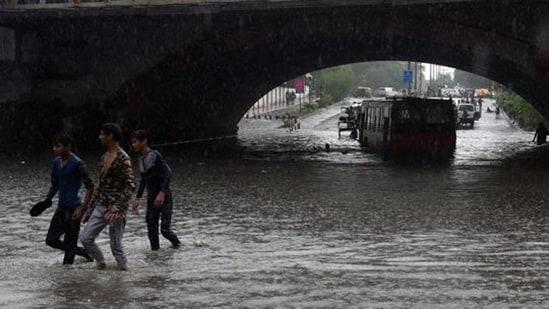 A bus is submerged under Minto bridge during heavy monsoon rain in New Delhi.(HT_PRINT)