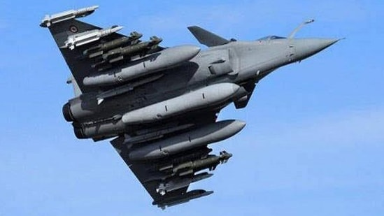 A fully loaded Rafale fighter with Hammer, SCALP and Meteor air-to-air missile and munitions.