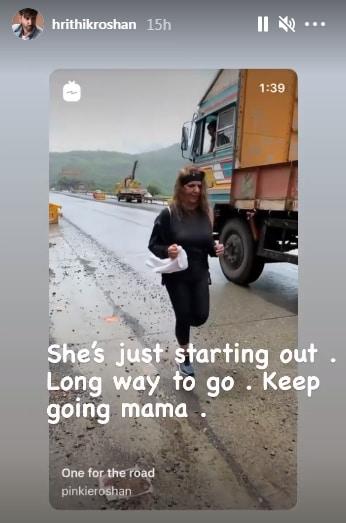Hrithik Roshan cheers as mother Pinkie Roshan sprints on a highway(Instagram/hrithikroshan)