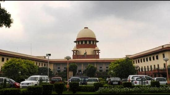 A bench of justices Sanjay Kishan Kaul and R Subhash Reddy noted that there were instances where the synopsis of a 28-page petition extended to 30 pages (HT Photo/Sonu Mehta)