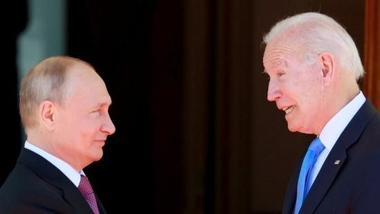 Russian president Vladimir Putin (L) with US president Joe Biden (R) (File Photo / REUTERS)