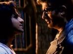 A screenshot from Aks starring Amitabh Bachchan and Manoj Bajpayee.