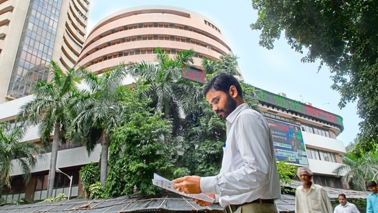 The shares of Tatva Chintan made debut at <span class='webrupee'>₹</span>2,111.80 against the issue price of <span class='webrupee'>₹</span>1,083. They then hit the day's high of <span class='webrupee'>₹</span>2,486.30, rallying 129.57 per cent.(Mint File Photo)