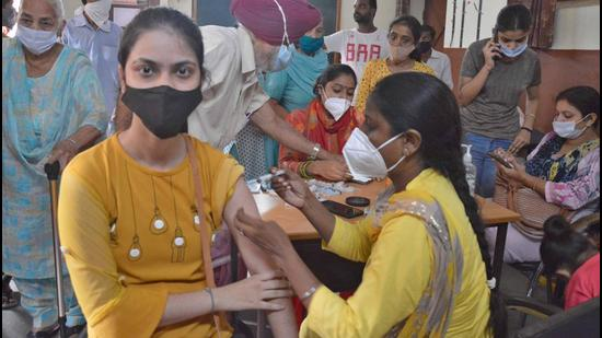 A medic administering the Covid vaccine shot to a resident during a vaccination camp at government school in New Kundanpuri area in Ludhiana on Thursday. (GURPREET SINGH/HT)