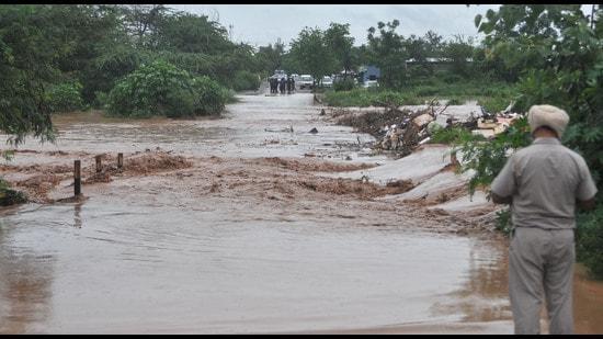 Kharar SDM says water level in seasonal rivulets Patiala ki Rao and Jayanti Devi Ki Rao was under control. (HT file)