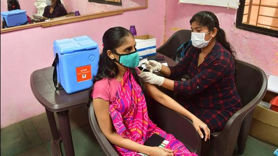 A beneficiary gets inoculated against Covid-19 at a vaccination centre in Byculla. (HT PHOTO)