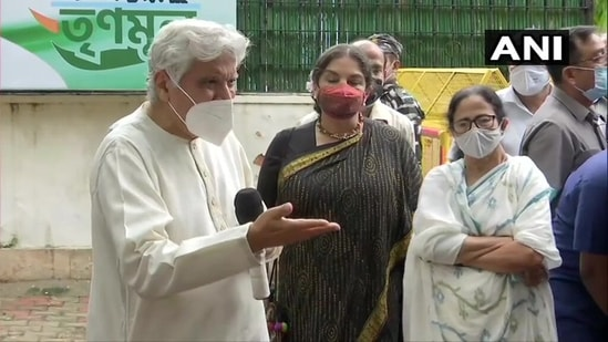 """Javed Akhtar called his and wife Shabana Azmi's meeting with West Bengal chief minister Mamata Banerjee as a """"courteous"""" one. (ANI Photo)"""