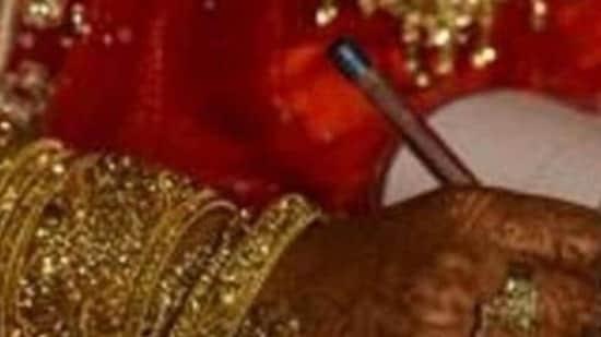 Karni Sena activists prevent 'interfaith marriage' in Ballia, take couple to cops