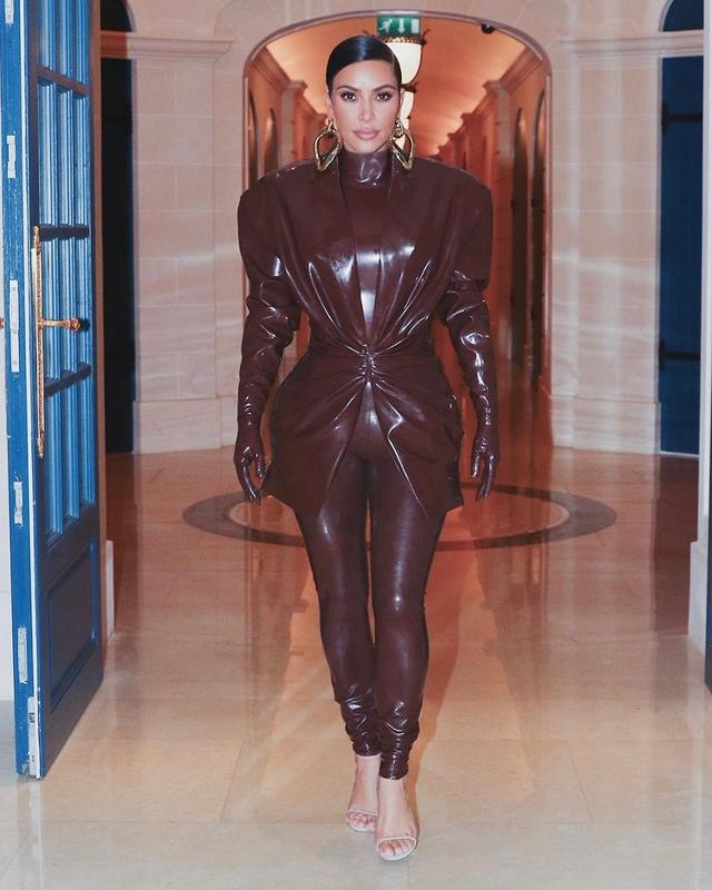 Kim Kardashian brings back the punch with this Balmain ensemble
