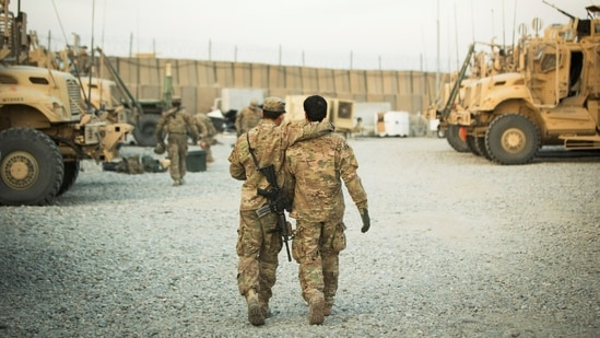 A US soldier from the 3rd Cavalry Regiment walks with the unit's Afghan interpreter before a mission near forward operating base Gamberi in the Laghman province of Afghanistan December 11, 2014. (File Photo / REUTERS)