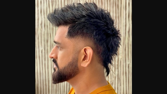 MS Dhoni's new hairstyle that has caused a Twitter chatter.(Twitter/@AalimHakim)