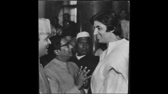 Amitabh Bachchan with VP Singh. (HT Archive)