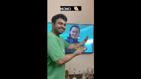 """Instagram user 'sortedsaluja' posted a video to show how to """"convince you angry friend"""". The solution is in momos. (Instagram/sortedsaluja)"""
