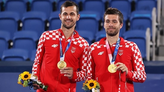 Mate Pavic and Nikola Mektic of Croatia pose with their gold medals. (Getty Images)