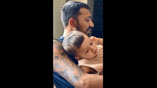 Krunal Pandya with his nephew Agastya.(Instagram/@krunalpandya_official)