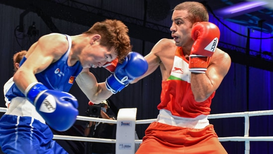 File photo of India's Amit Panghal (R), who was knocked out from Tokyo Olympics(PTI)