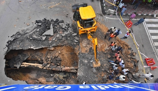 Section of a road caved in under IIT Delhi flyover in New Delhi. (Raj K Raj / Hindustan Times)
