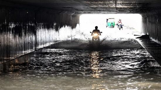 Waterlogging at Lajpat Nagar underpass on Sunday morning. (Arvind Yadav/HT PHOTO)(Arvind Yadav/HT PHOTO)