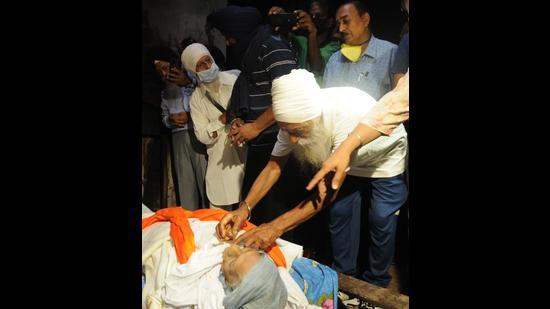 Mann Kaur's son Gurdev Singh performing her last rites at the cremation ground in Chandigarh on Sunday. (Keshav Singh/HT )