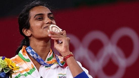 PV Sindhu scripts history, wins bronze in Tokyo 2020 | Olympics - Hindustan  Times