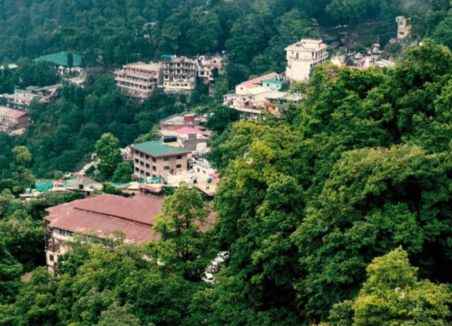 Avoid trendy destinations like Mashobra and Mussoorie when they're packed out, instead visit during off-season