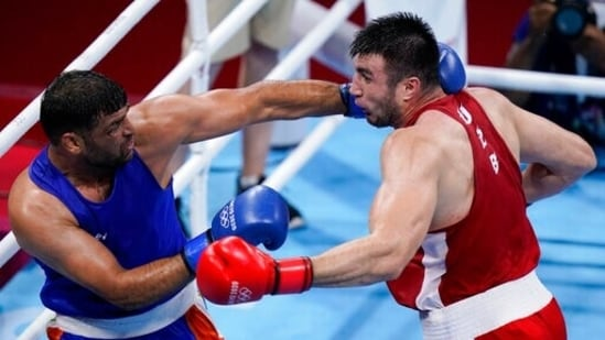Satish Kumar during his fight with Uzbekistan's Bakhodir Jalolov during the men's super heavyweight over 91-kg boxing match at the 2020 Summer Olympics on Sunday, Aug 1, 2021 in Tokyo.(AP)