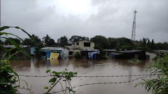 Experts emphasised that authorities should expedite relief measures which are yet to be provided to persons affected by last month's floods in several parts of Maharashtra, (HT FILE)