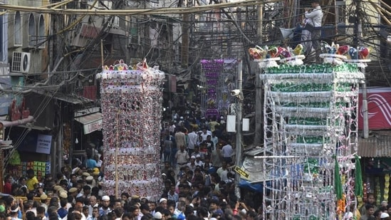 Huge processions are taken out on Muharram by Muslims, which have been banned by Uttar Pradesh government due to Covid-19.(Vipin Kumar/HT File Photo)