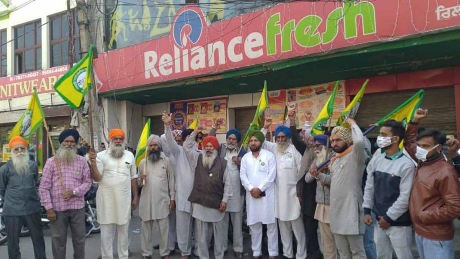 Photo of Farmers siege of Reliance Group stores: Staffers worried for jobs; building owners decry no rent …