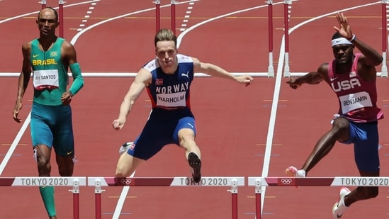 Norway's karsten warholm ran a stunning men's 400m hurdles race to obliterate his previous world record and take gold at tokyo 2020. Dnoxet5zx8gbum