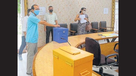 A staff member casting his vote for the Panjab University senate at Government College for Education in Sector 20, Chandigarh, on Tuesday. (Ravi Kumar/HT)