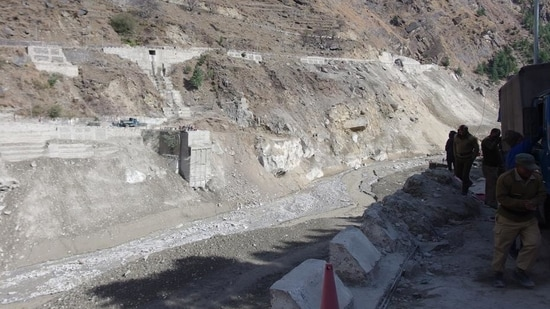 Located at the confluence of the Rishiganga and Dhauliganga rivers, Raini saw wide cracks (5-10cm) on the roads.(HT_PRINT)