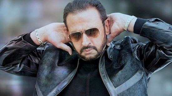 Gulshan Grover has a hilarious reaction to MS Dhoni's new hair style.