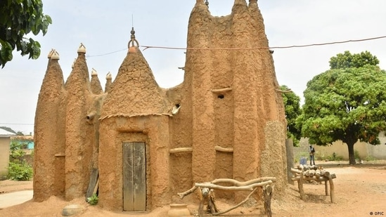 Less than 9% of UNESCO World Heritage Sites are in Africa. Experts say the award is too Eurocentric. But in Africa, there's also a lack of structures and political will to preserve cultural and natural heritage.(OPIC)