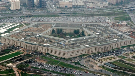 Chaos near Pentagon leads to officer's death