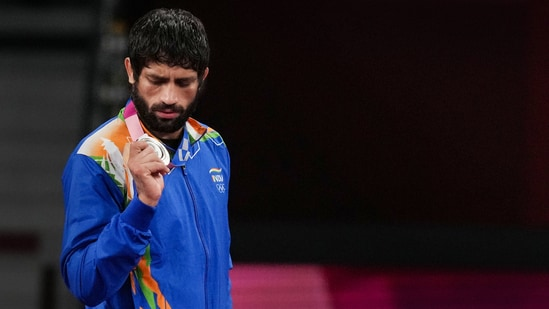 India's Ravi Dahiya holds his silver medal during the medal ceremony of the men's freestyle 57kg wrestling event at 2020 Tokyo Olympics(PTI)