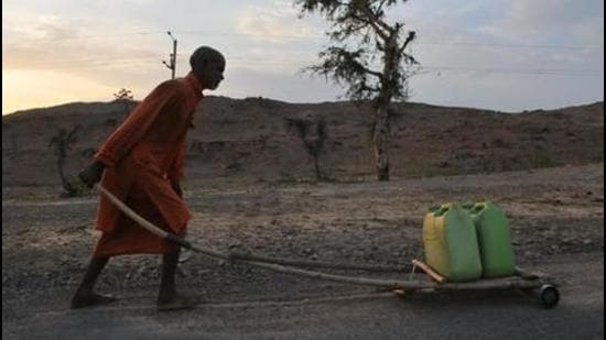 A priest carrying water for a temple in Budelkhand area near Prithvipur in Madhya Pradesh. (Representational image/HT Archive)