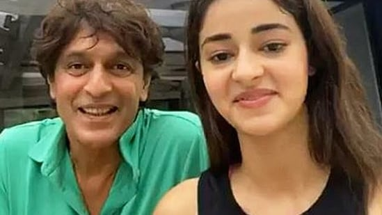 Chunky Panday joins Ananya Panday on a social media session.