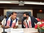 Assam CM Himanta Biswa Sarma (left) and Meghalaya CM Conrad Sangma (twitter.com/himantabiswa)