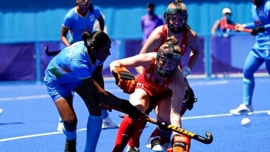 India's Navneet Kaur, left, attacks against Britain's Shona McCallin during the women's field hockey bronze medal match at the 2020 Summer Olympics, Friday, Aug. 6, 2021, in Tokyo, Japan. (AP Photo/John Locher)(AP)