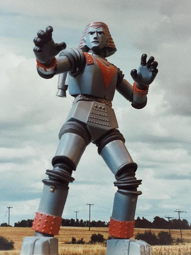 Come on, Giant Robot, shoot bullets from your fingertips. (TV Asahi)