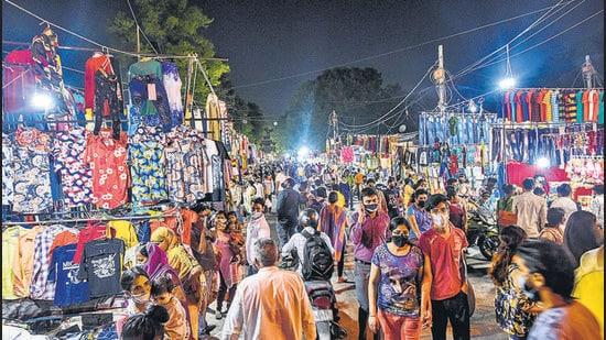 Shoppers at a weekly market at south Delhi's Govindpuri earlier this year. (Amal KS/HT PHOTO)