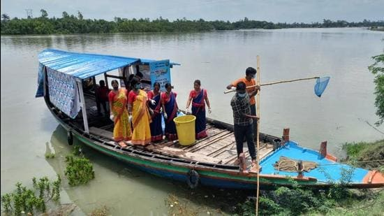 More than 800 women in the Sunderbans have taken part in the plastic collection process and many are involved in spreading awareness about pollution. (Photo sourced from NGO involved in the project)